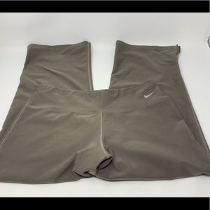 Nike Fit Dry Capri Pants - Women's M - Taupe Brown